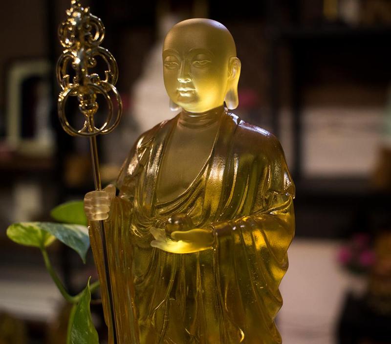 Tượng Địa Tạng Bồ Tát Đá Lưu Ly  màu hổ phách - Call: 0932.808.715 – zalo
