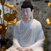 Tượng Phật Thích Ca Áo Trắng Bột Đá Cao 70Cm1