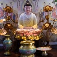 Tượng Phật Dược Sư Đá Khoáng Áo Vẽ Gấm Đế Sen Dát Vàng 48cm