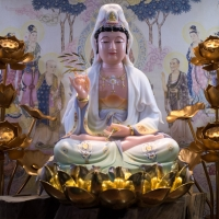 Tượng Mẹ Quán Âm Đá Khoáng Vẽ Gấm Đế Sen Dát Vàng 48cm4
