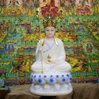 Địa Tạng Vương Bồ Tát ngồi trắng viền xanh 30cm1